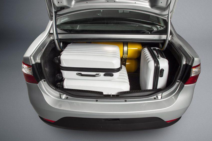 Porta-malas do Fiat Grand Siena com GNV e malas