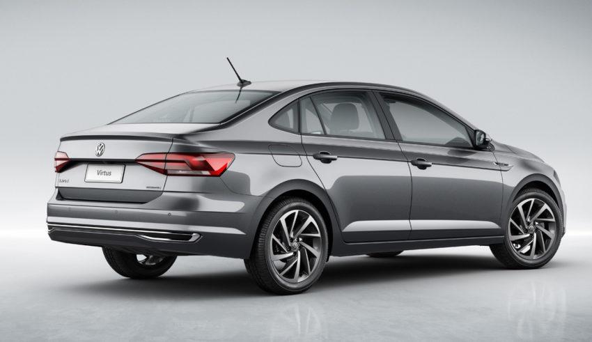 Volkswagen Virtus 2020 cinza visto desde a traseira