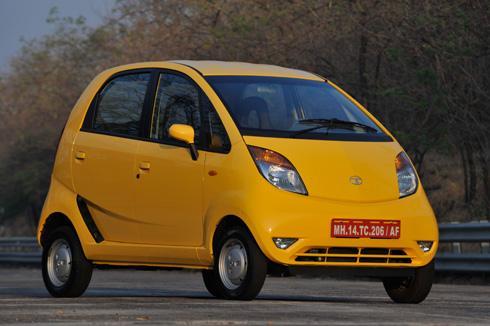 Tata Nano amarelo, carro mais barato do mundo